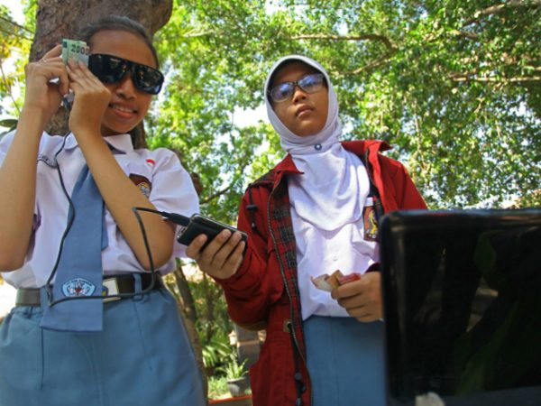 Siswi SMA 3 Yogyakarta Ciptakan Kacamata Pendeteksi Uang