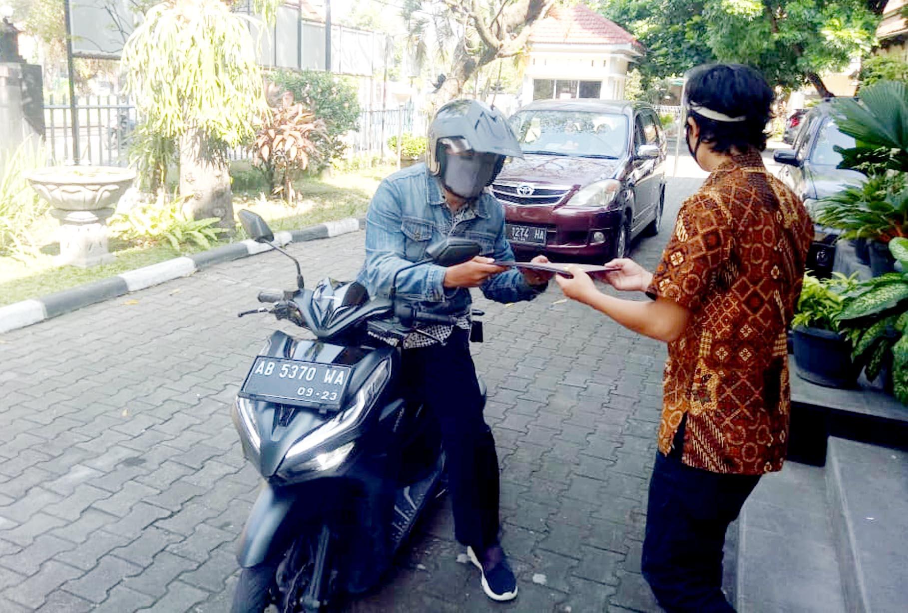SMA N 3 Yogyakarta Berlakukan Sistem 'Drive Thru' dalam Pengambilan Rapor