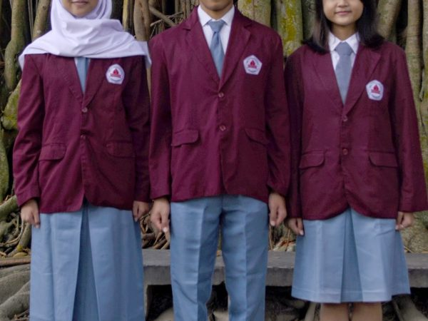 """Seragam SMA Negeri 3 """"Padmanaba"""" Yogyakarta 2020"""