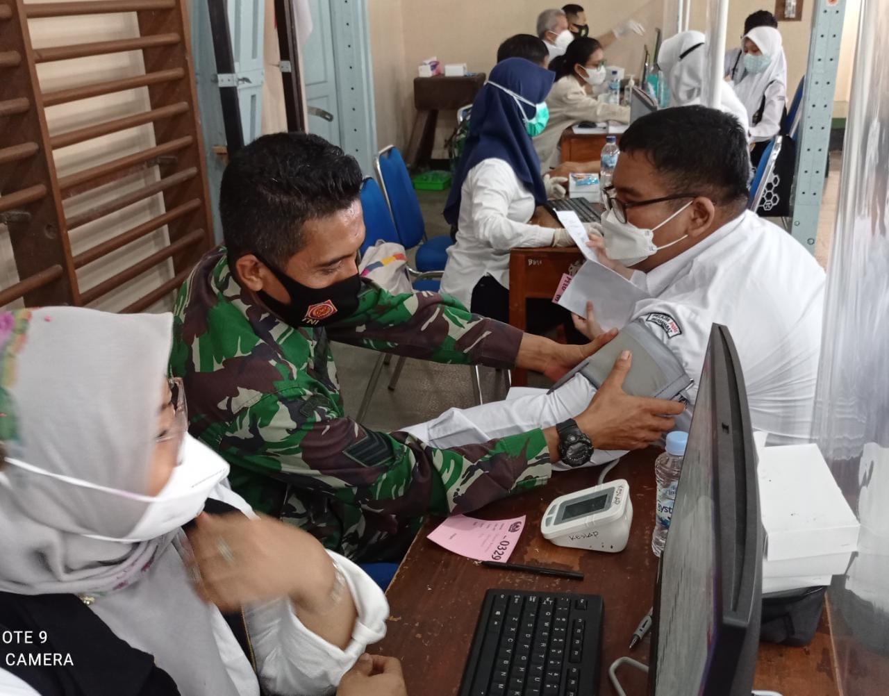 Pelaksanaan Vaksinasi COVID-19 untuk Siswa di SMAN 3 Yogyakarta